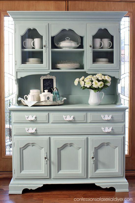 Thrift Store Hutch hizo de nuevo con gris de la mañana de Behr (mezcla 50/50 con blanco) realizado en la pintura de tiza de confessionsofaserialdiyer.com