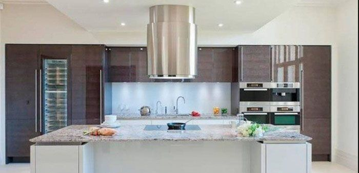 Extractor Modern Kitchen Hood are getting quieter and more stylish. They are either integrated into the cooker or only run out when they are needed. But