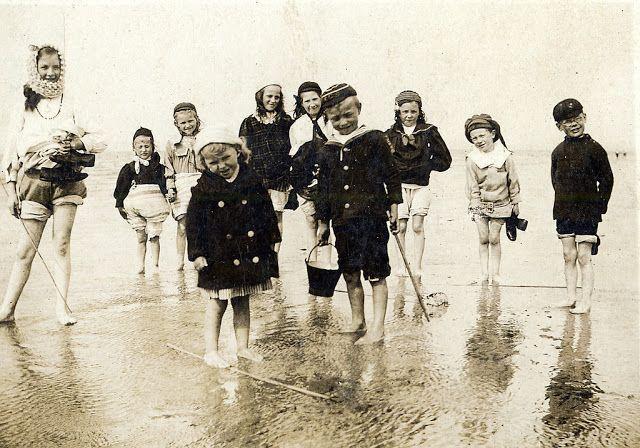 Edwardian Children at Beach #vintage #history