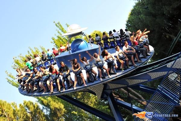 7/7 | Photo du Roller Coaster Tifon situé à @Parque de Atracciones Madrid (Espagne). Plus d'information sur notre site http://www.e-coasters.com !! Tous les meilleurs Parcs d'Attractions sur un seul site web !! Découvrez également notre vidéo embarquée à cette adresse : http://youtu.be/NCei0vi5YF0