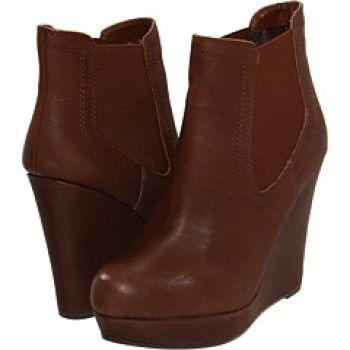 Seychelles Prime Suspect Boots worn by Fiona on Burn Notice 7x03 #burnnotice #seychelles #boots #tvfashion #tvstyle #pradux