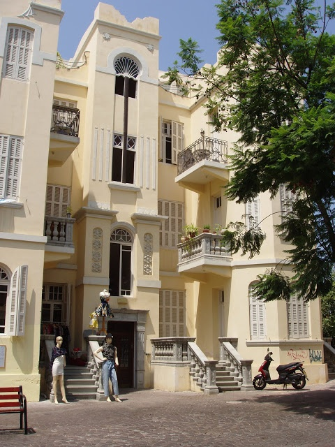 The Well-Appointed Catwalk: Israeli Design Part 3: Architecture.   An eclectic-style building in Tel Aviv (maybe?)