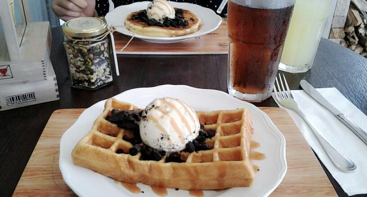Honey sweet waffle with vanilla ice cream and oreo