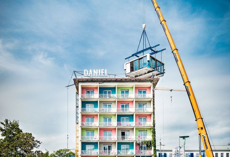 Placed on top of Hotel Daniel in Graz, Austria, via a crane, the LoftCube is an ingenious addition to an existing midcentury structure.