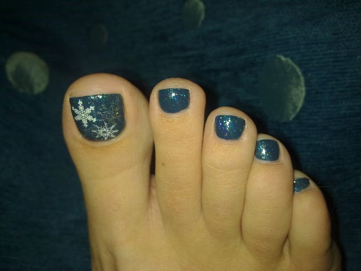 Winter Pedicure I Would Get This Maybe With A Dark Red Base Color Or Black With The Silver