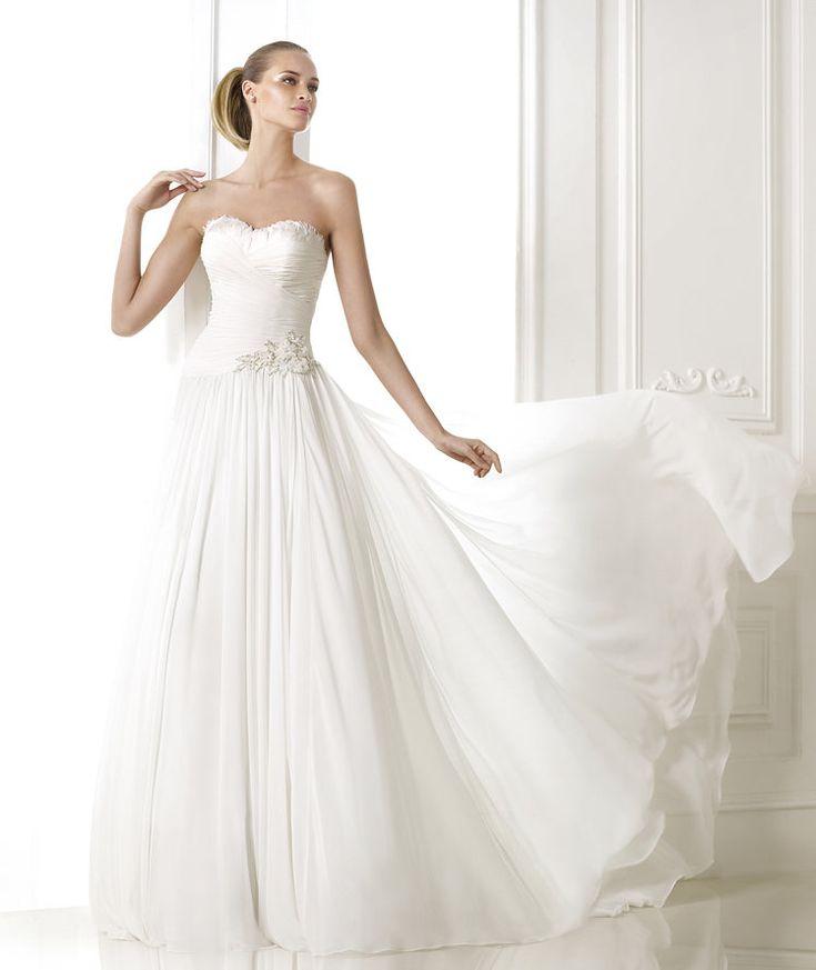 Fresh Pronovias ue BELUCI Wedding dress with feather appliqu s