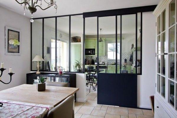 Verrière coulissante entre la cuisine et le salon  http://www.homelisty.com/verriere-cuisine/