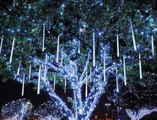 led christmas lights on houses - Dripping Icicle Christmas Lights