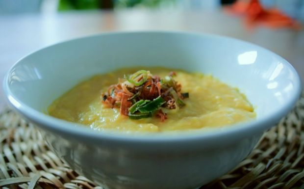 Creme de milho verde com pipoca de arroz, croutons e alho-poró frito #belacozinha