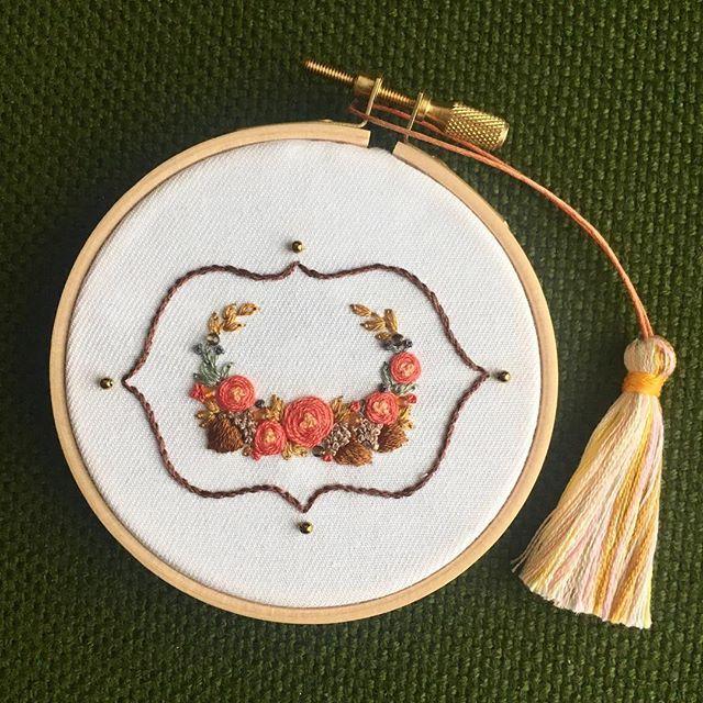 * * Leaves turn red and yellow in fall. 色づいた秋の葉や木の実をイメージして作りました。 * * * 肌寒い秋を感じ、空気が気持ちよい今日この頃。 * * カーネリアンとスモーキークォーツを飾りました。 * * * * * #embroidery#刺繍 #エンブレム #embroideryart #花輪#手芸 #interior #flowers #インテリア#作り手#Leaf#フレーム #デコレーション #ジュエル刺繍 #atelierao #ao303 #fall #자수#stickerei #flowerdesign #手刺繍 #リース #broderie#вышивка #秋 #frame #autumn #Emblem #goldbeads #オレンジ