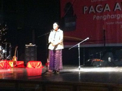 Inilah Isi Orasi Budaya Ratna Sarumpaet dalam Malam Penyerahan Paga Awards 2015 LAI - sumbarsatu.com