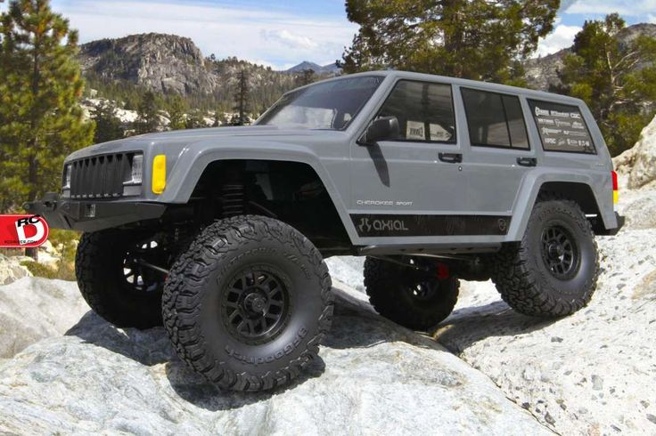 We are reviewing the latest release from Axial Racing, the New SCX10 II 2000 Jeep Cherokee which replicate the historical 2000 Jeep Cherokee.
