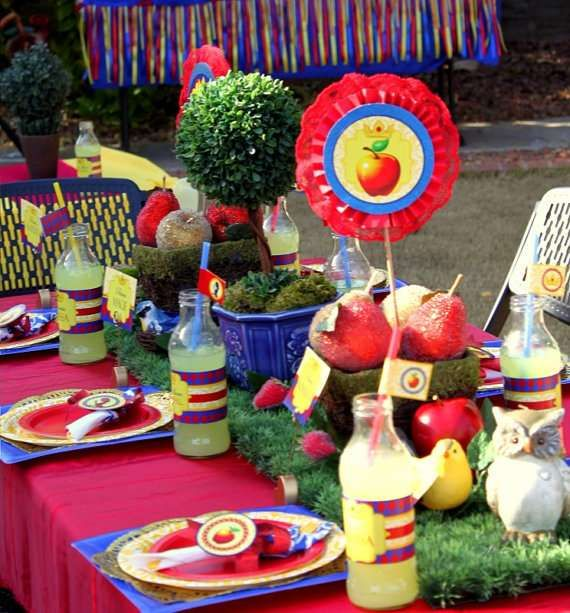 Party Table At A Snow White Birthday See More Ideas CatchMyParty