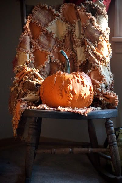 #Repin By:Pinterest++ for iPad#Fall Celebrities, Rag Rugs, Autumn Quilt, Primitives Country Quilt, Bumpy Pumpkin, Rag Quilt, Fall Quilt, Old Chairs, Fall Weather