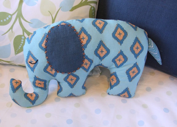 an elephant sewing diy & 25+ unique Elephant pillow pet ideas on Pinterest | DIY crochet ... pillowsntoast.com