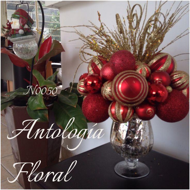 Arreglo en base de vidrio con esferas rojas y follaje - Adornos de mesa navidenos ...