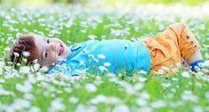 Wie erzieht man sein Kind zu einem zufriedenen, erfolgreichen, freundlichen Menschen? Laut Forschung sind dafür drei Fähigkeiten zentral: Optimismus, Empathie und Selbstvertrauen