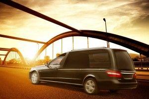 SOLARIS VF212 Mercedes Benz Classe E.  Un corbillard limousine le plus lumineux, équipé de son et écran LCD pour immortaliser les moments en live selon le souhait de la famille. bergadana.com France AUTOFUNER autofuner.com