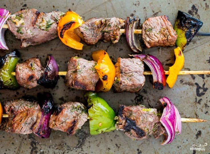 Шашлык из говядины с луком и перцем