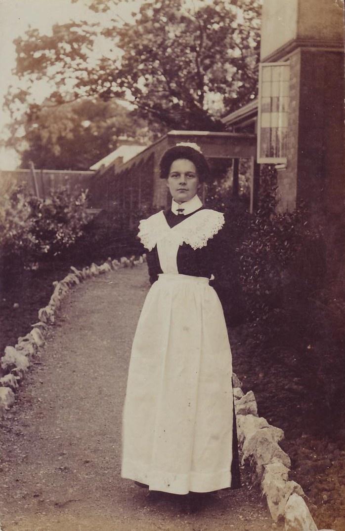Edwardian Maid 1905 | Hedda Gabbler in 2019 | 20th century ...