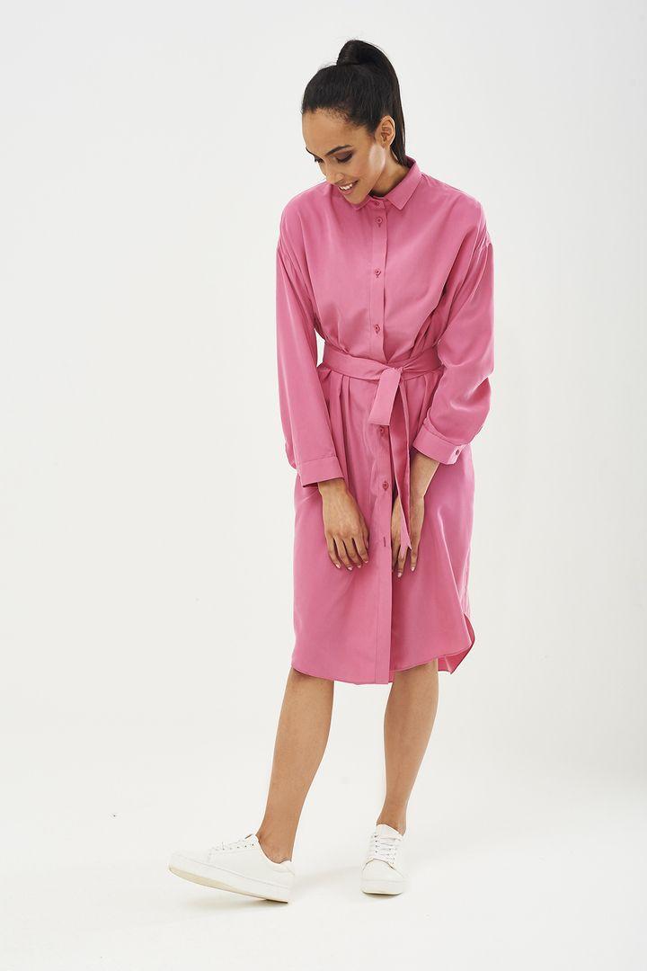 Для любителей нежно-розового! 😍 Струящееся платье-рубашка цвета пыльной розы актуально как самостоятельное изделие, так и гармонично дополняет образ. Рукава с манжетами, воротник - отложной. Пуговицы в тон ткани. В комплект входит пояс. Ваш #SarafanMoscow #fashion #дизайнерскаяодежда #российскиедизайнеры #российскиебренды #русскийбренд #весналето2017 #коллекция2017 #сарафан #sarafan