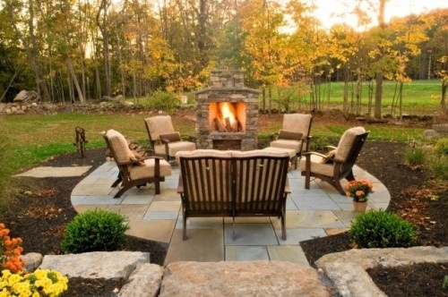 Simple but perfect.Patios Design, Outdoor Living, Backyards Patios, Outdoor Patios, Patios Ideas, Outdoor Fireplaces, Firepit, Outdoor Spaces, Fire Pit