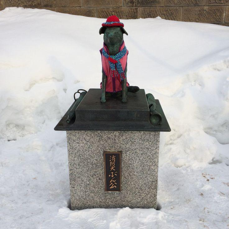 홋카이도 오타루플라자 옆에 있는 개(소방교) 동상