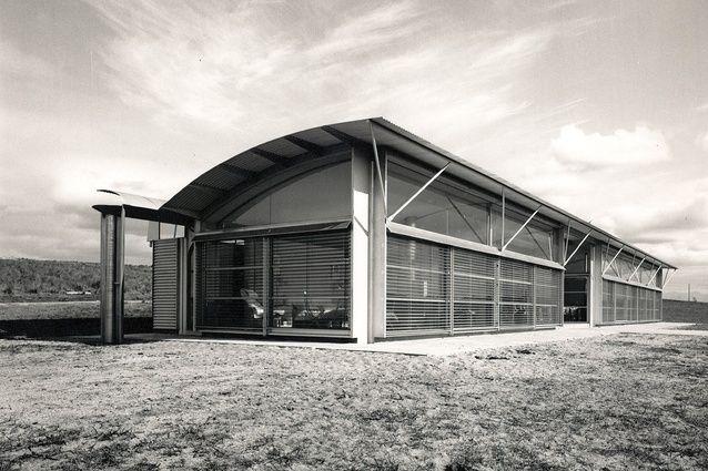 Magney House, Bingie Bingie, 1982–84. Glenn Murcutt Stay there if you want: http://www.stayz.com.au/accommodation/nsw/south-coast/bingie/72804