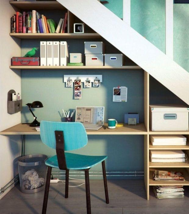 Utiliza el espacio para habilitar un despacho pequeño pero muy mono