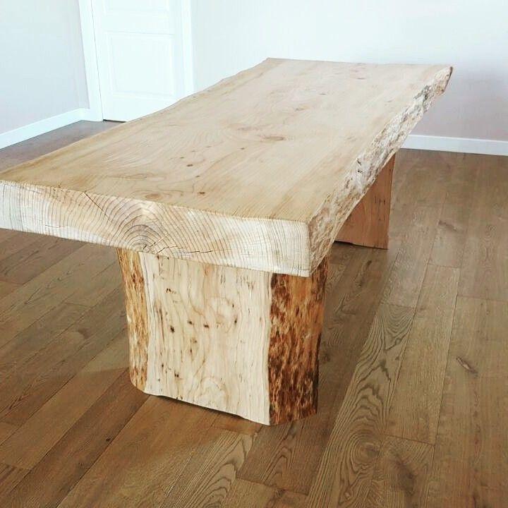 Design italiano per il tavolo in cedro rosso massello costruito a mano dagli artigiani XLAB www.xlab.design