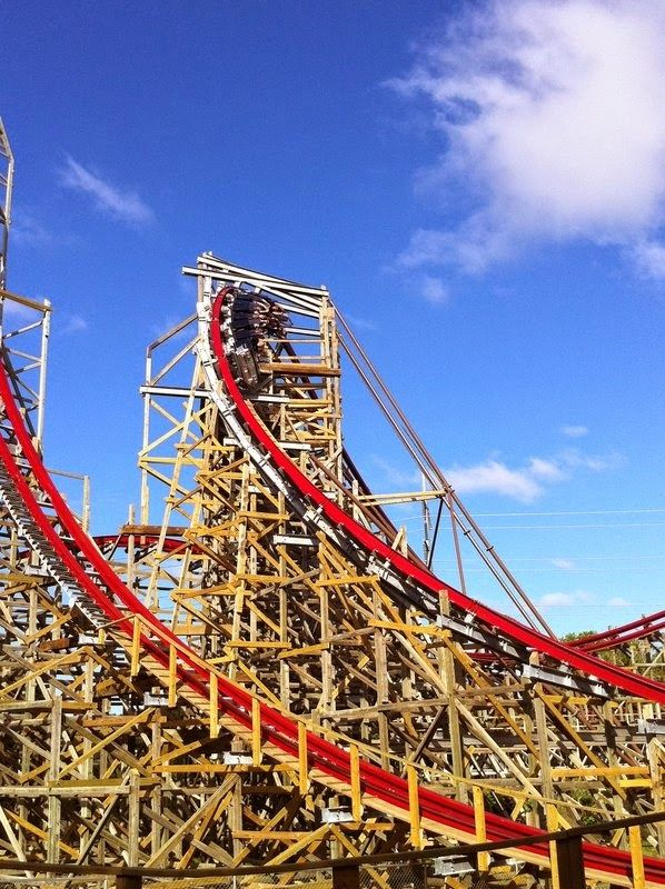 10 Amazing Scariest Rollercoasters In The World Six Flags Over Texas Roller Coaster Six Flags