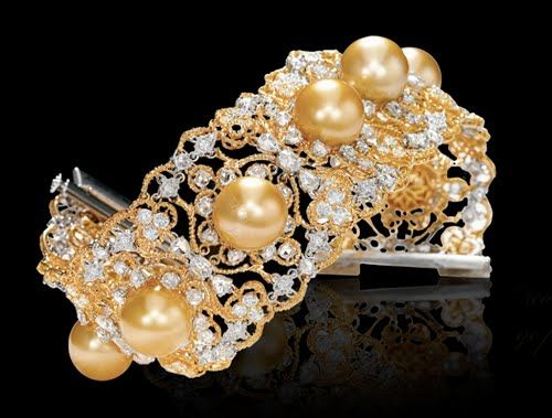 Website: Varuna D JaniVaruna D Jani represents the third generation of Popleys,one of India's most trusted and respected jewellers since 1927.Being a