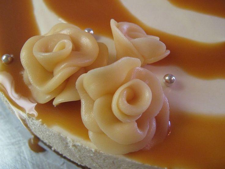 Joskus kauan sitten sain syödäkseni ihanaa Omar-juustokakkua, joka mun mielessäni on siitä lähtien kummitellut. Nyt sain viimeinkin aikais...