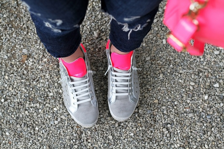 mercante di fiori | #sneakers fluo | sneakers zeppa |  senakers grigie | scarpe da #ginnastica zeppa |  #scarpe da ginnastica fluo