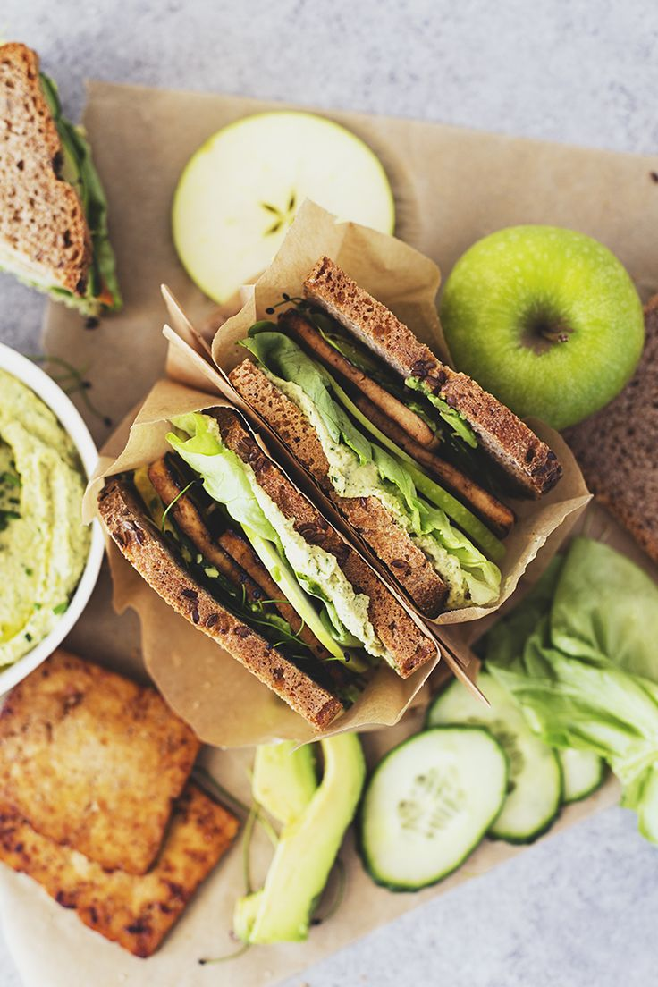 Easy Vegan Recipe for Green Sandwiches with Maple & Soy Crispy Tofu