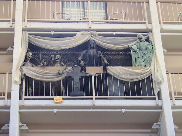 Scary balcony halloween decor costumes pinterest for Apartment balcony accessories