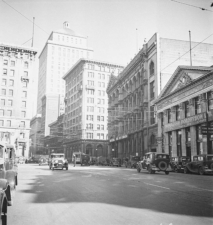 [St. James Street, Montreal, 1935. (BAC, Mikan 3322954, Credit: Clifford M. Johnston / Library and Archives Canada / PA-056869, Copyright: Expired)