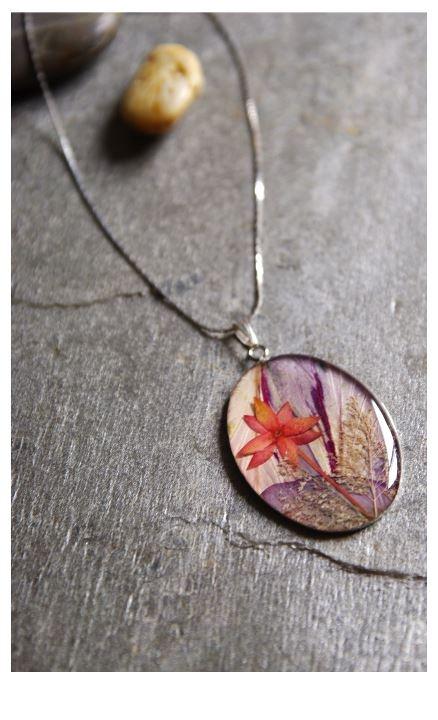 facebook.com/ispresentpresent    Collage press flower -  necklace