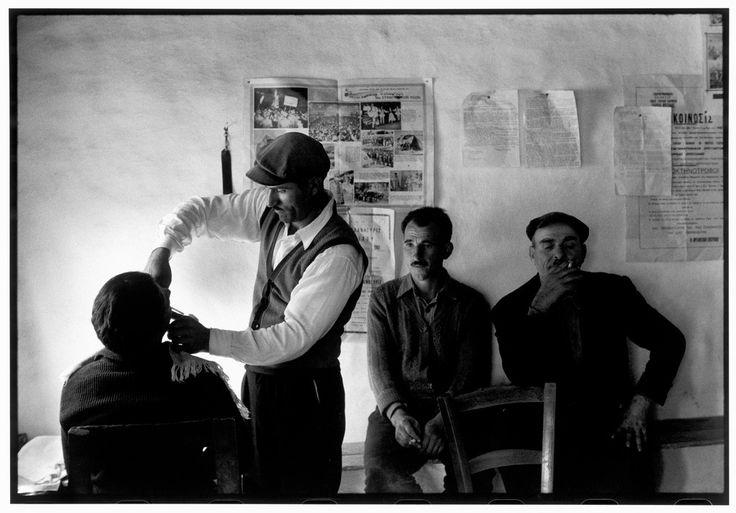 Θράκη. Άνδρες στο κουρείο (1964)