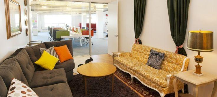 Яркий и уютный офис компании Airbnb провоцирует почувствовать себя как дома и вздремнуть, свернувшись калачиком в уголке под цветным холодильником http://faqindecor.com/ru/na-rabote-kak-doma-ofis-airbnb/