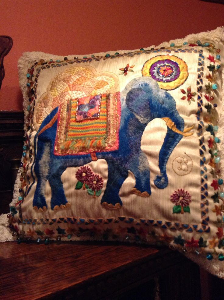 Elefante bordado en lana