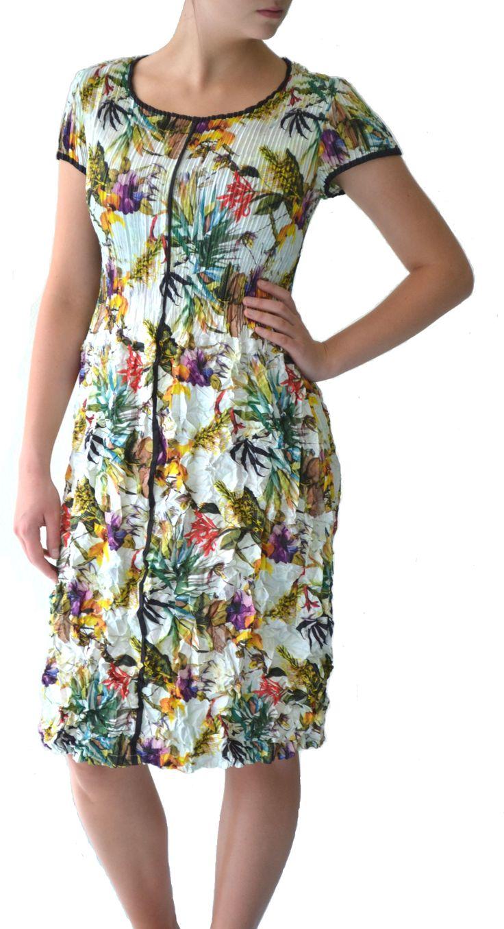 Tropical print 3D pleat dress #Marden #tropical #dress #fashion
