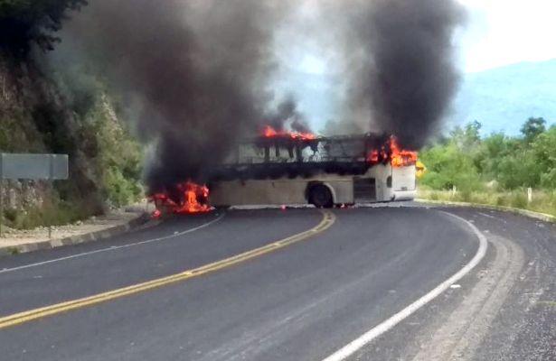 #DESTACADAS:  Asaltan e incendian camión de pasajeros en la carretera Chilpancingo-Tixtla - El Sol de Acapulco (Comunicado de prensa)