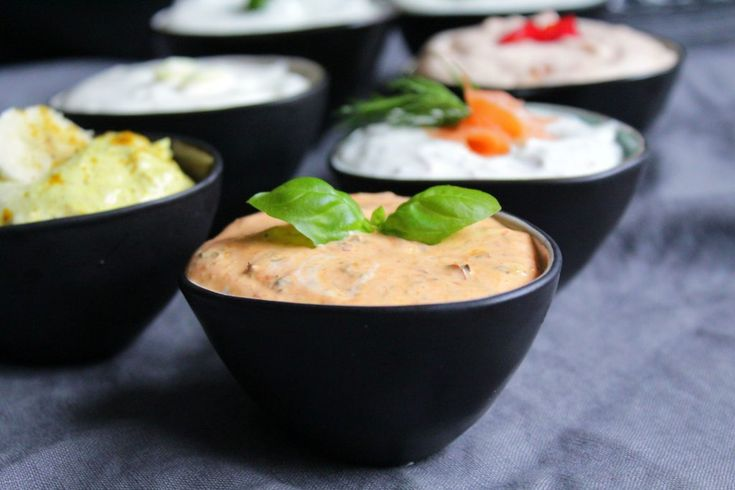 Hallo Ihr Lieben ❤️ Dips sind ein Muss auf jeder Party. Die kalten Saucen sind schnell herzustellen und machen aus Rohkost, Chips und Crackern leckere Parysnacks und sind auch zu Fleisch, besonders…