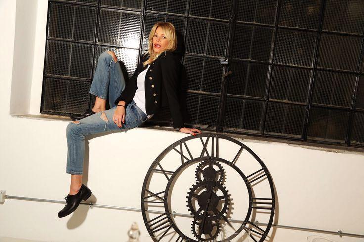 Affrontiamo insieme questa settimana… Iniziamo il Lunedì con un #Look semplice e comodo.  A volte mi piace anche essere un maschiaccio Emoticon smile #buonlunedì #casual #boots #outfit #lapinella #jeans #denim http://www.lapinella.com/2016/02/15/un-look-comodo-e-semplice-per-linizio-settimana/