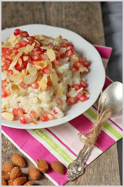 Mleczne risotto z granatem i migdałami.