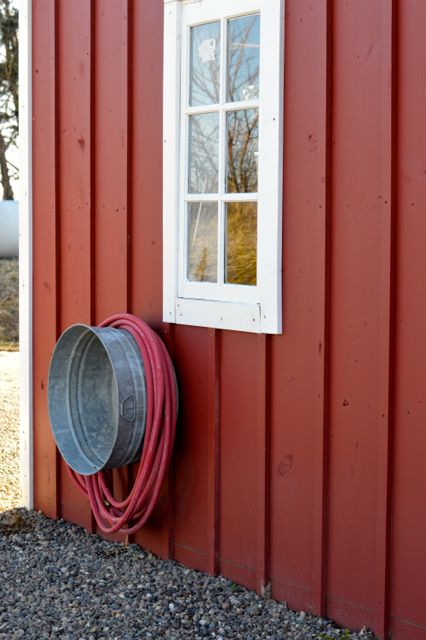 Rustic Metal Washtub turned Hose Reel ! Store nozzle ect. Inside !