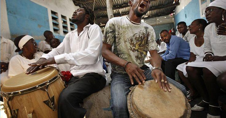 Cómo bailar Calypso. Cómo bailar Calypso. Comparte su nombre con la ninfa que Odiseo mantuvo en la isla de Ogigia durante siete años, el calipso es una danza del Caribe realizada generalmente junto a la música del mismo nombre. En contraste con el estilo música libre, este baile se asemeja mucho a la rumba, y utiliza una coreografía de 32 tiempos.
