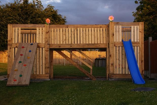Awesome play area made from used palletsPallets Playhouses, Pallet Playhouse, Pallet Ideas, Kids, Pallets Ideas, Wood Pallets, Recycle Pallets, Pallets Projects, 1001 Pallets