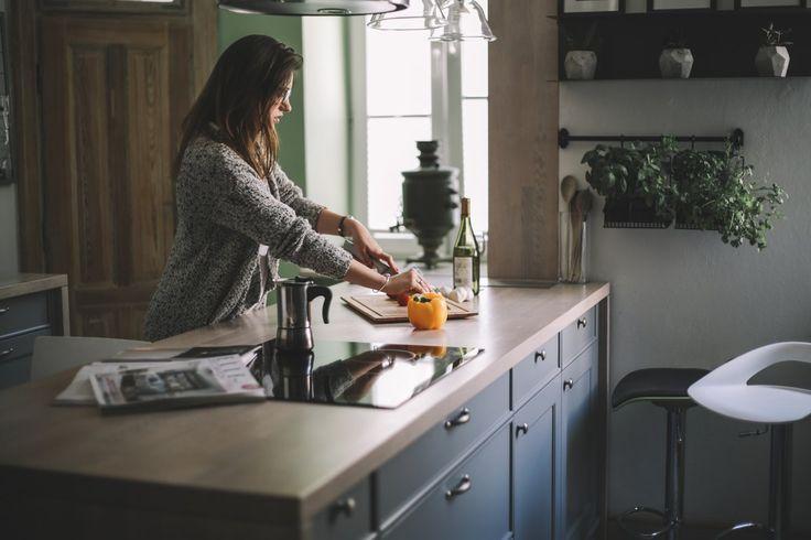 Kuchnia w starej kamienicy na Mokotowie. Współczesna adaptacja zabytkowego wnętrza.  #interiordesigner #kitchen #cooking #townhouse #projektowaniewnętrz #architekt #projektowanie #homedecor #lifestyl #decore #home #aranżacjawnętrz #kuchnia #urządzamy